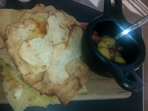 Ripples Milsons Point, review, Mixed olives with crispy flat bread