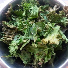 Kale – the health benefits & a simple kale chips recipe