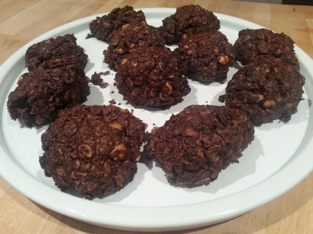 No sugar, almonds, hazelnuts, nuts, dark chocolate, oat, cookies, recipe, butter