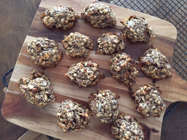 A recipe for healthy banana & oat cookies